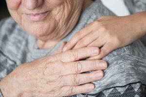 Cuidado de ancianos por la noche y su precio