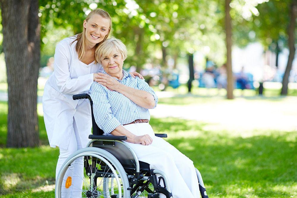 tareas cuidadores ancianos Barcelona