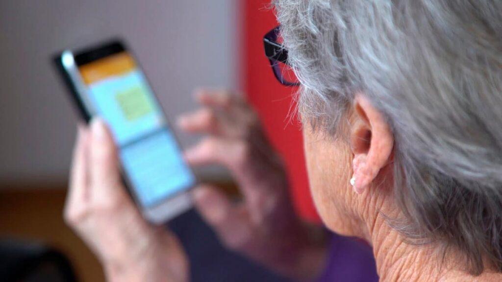 Brecha digital en personas mayores